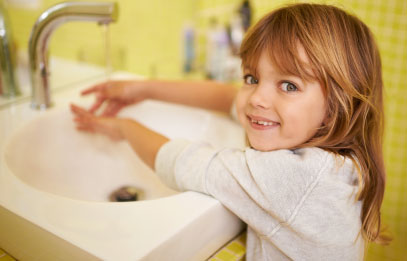 Child washing up at Sacramento gym with childcare.