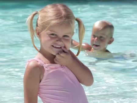 toddlers swimming at sacramento gym with kids pool